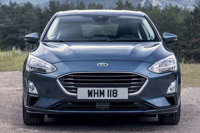 Ford-Focus-Titanium-2019