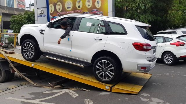 Cứu hộ ô tô dẫn động hai cầu